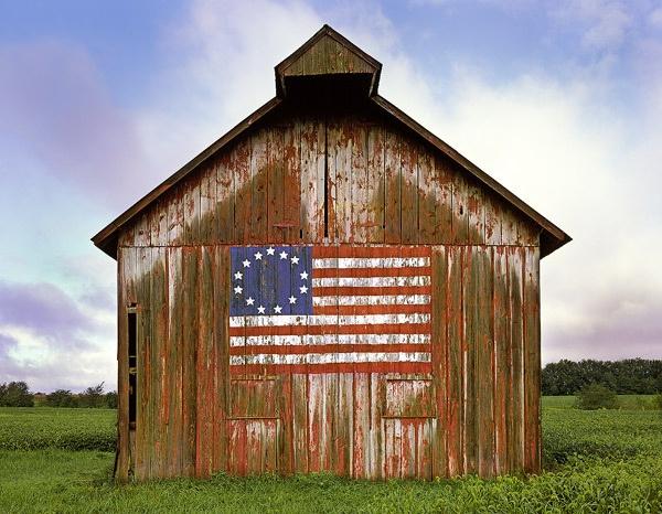 american-barn-american-flag